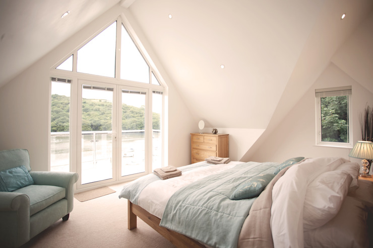 Driftwood House, Golant:  Bedroom by Laurence Associates,
