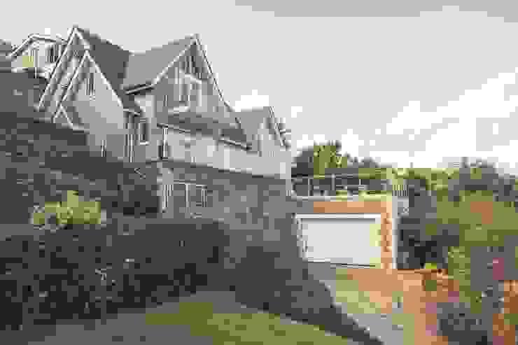 Driftwood House, Golant Modern houses by Laurence Associates Modern