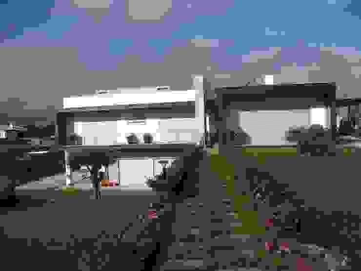 Moaradia Unifamiliar Casas modernas por Paulino Oliveira Moderno