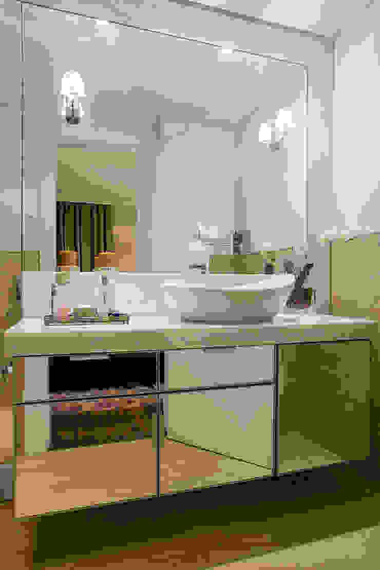 Banheiro Banheiros clássicos por Priscila Koch Arquitetura + Interiores Clássico