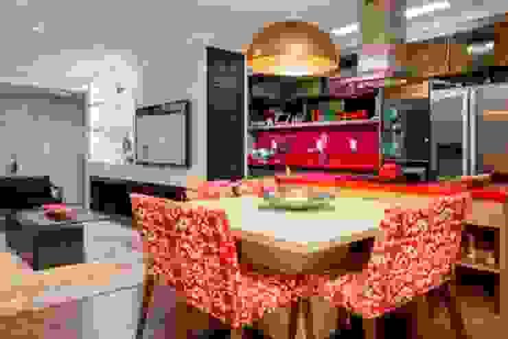Living e cozinha integradas Salas de jantar modernas por Priscila Koch Arquitetura + Interiores Moderno