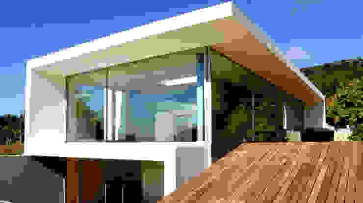 Modern houses by MANUEL CORREIA FERNANDES, ARQUITECTO E ASSOCIADOS Modern