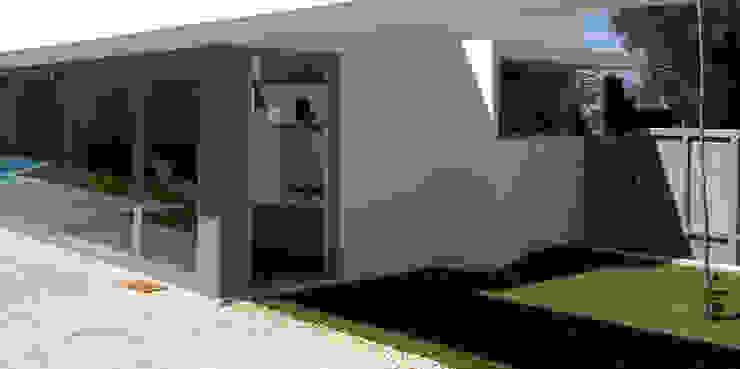Jardim: Jardins  por MANUEL CORREIA FERNANDES, ARQUITECTO E ASSOCIADOS,