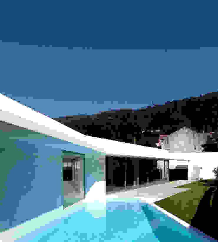 Piscina Piscinas modernas por MANUEL CORREIA FERNANDES, ARQUITECTO E ASSOCIADOS Moderno