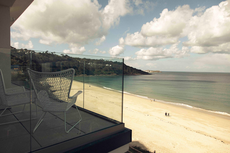 The Beach House, Carbis Bay by Laurence Associates Modern