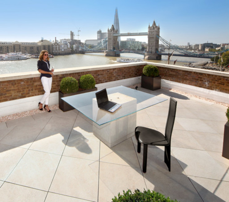 Roof terrace with French Limestone Vanilla porcelain paving by PrimaPorcelain Mediterranean چینی مٹی کے برتن