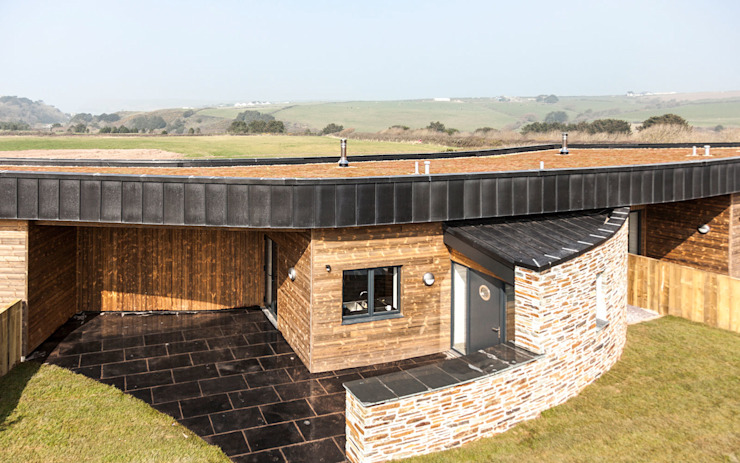 The Point at Polzeath, Cornwall by Laurence Associates Modern