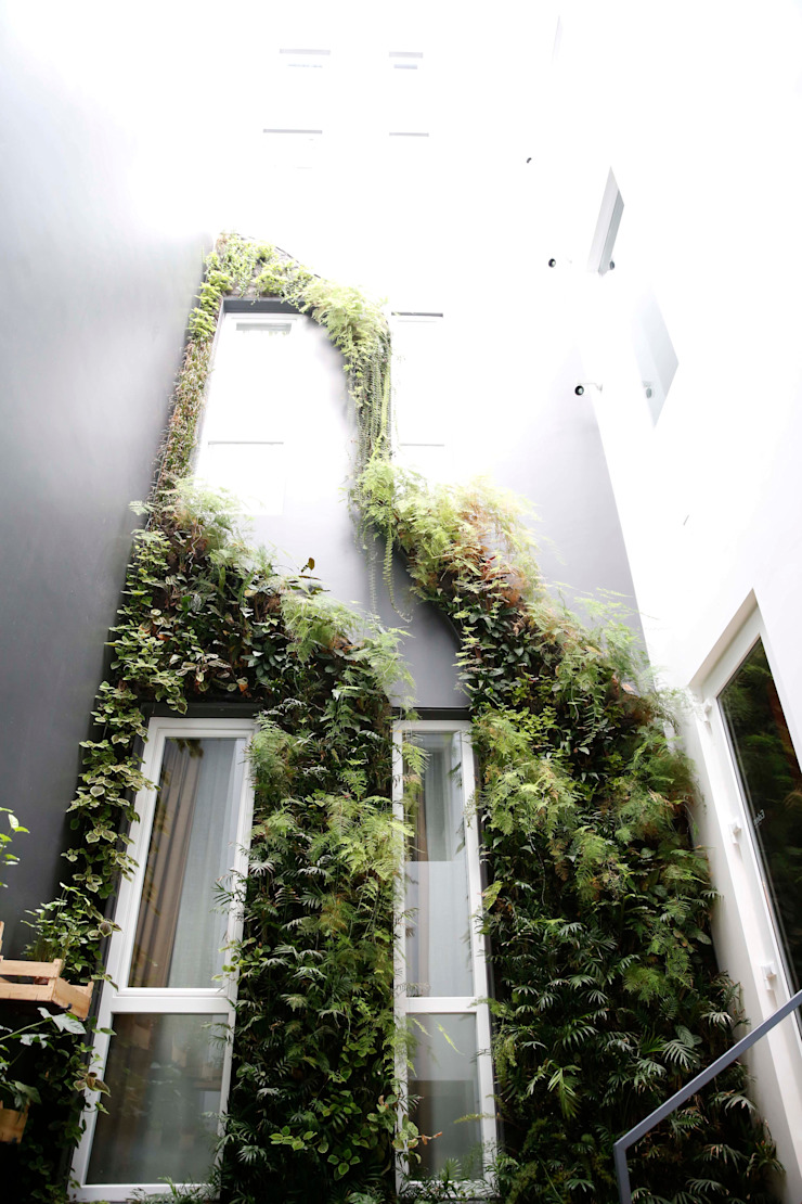 Internacional Design Hotel (Rua da Betesga, 3, 1100-090 Lisboa) Hotéis modernos por LC Vertical Gardens Moderno