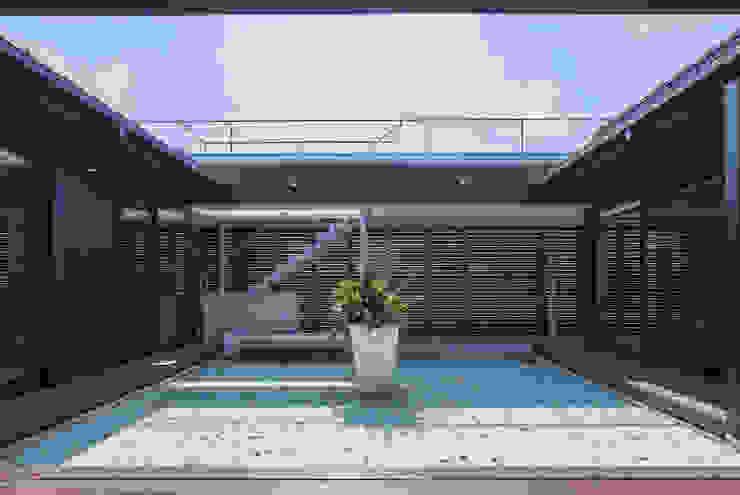 에클레틱 발코니, 베란다 & 테라스 by 空間設計室/kukanarchi 에클레틱 (Eclectic)
