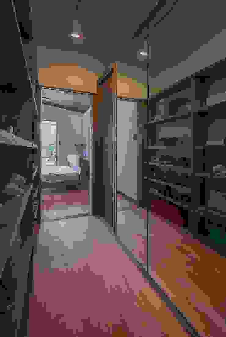 藤井下組の家 オリジナルデザインの ドレッシングルーム の 空間設計室/kukanarchi オリジナル