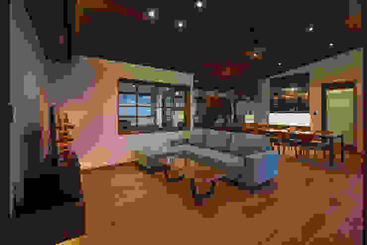 藤井下組の家 オリジナルデザインの リビング の 空間設計室/kukanarchi オリジナル