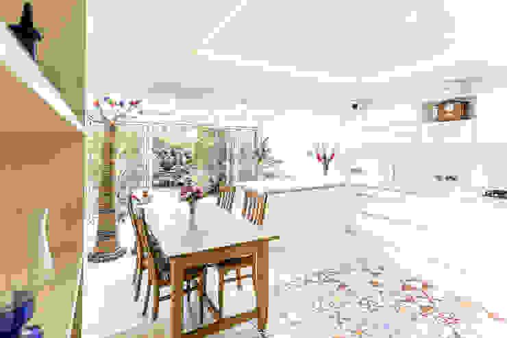 Haper Road  - SE1 London:  Kitchen by Designcubed,