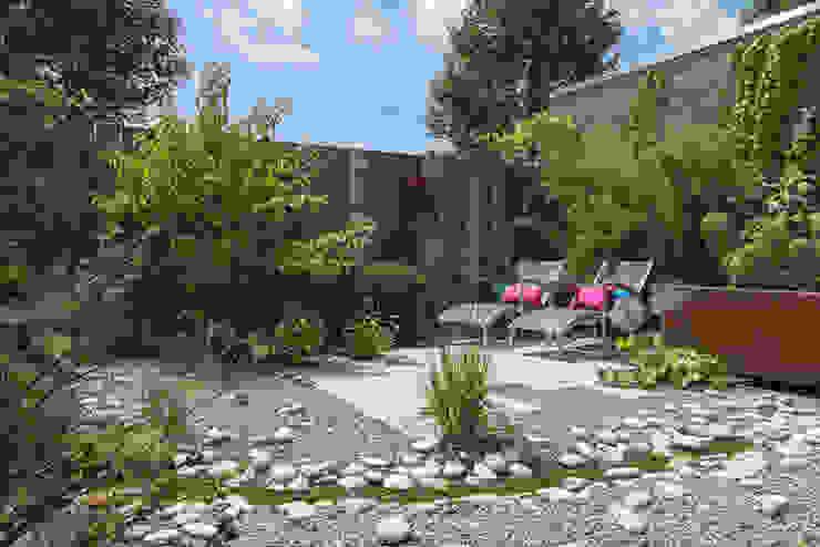 Jardines de estilo  por De Rooy Hoveniers, Ecléctico