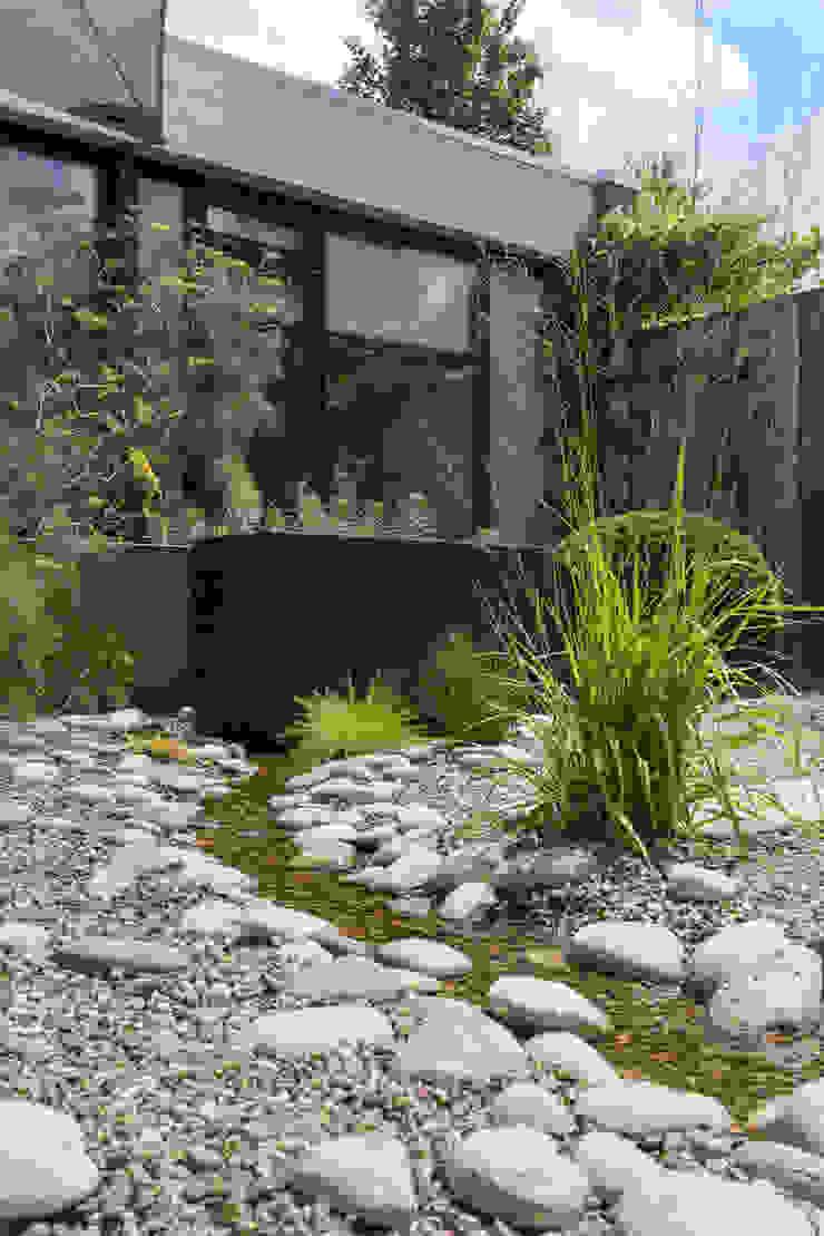 Natuurlijke kleine tuin Sleeuwijk – Tuin van het jaar 2018 Eclectische tuinen van De Rooy Hoveniers Eclectisch