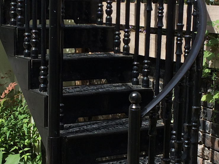 Regent's Park Terrace Aralia Classic style garden Iron/Steel Black