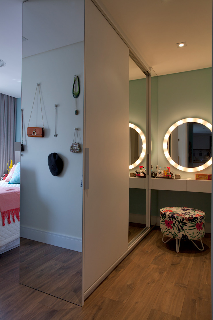 Modern dressing room by UNION Architectural Concept Modern Glass