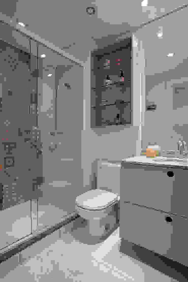 Salle de bain moderne par UNION Architectural Concept Moderne MDF