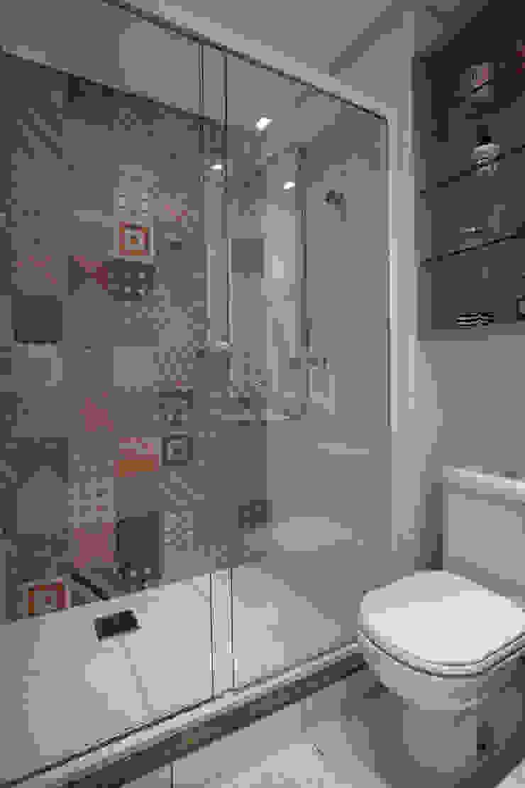 Salle de bain moderne par UNION Architectural Concept Moderne Céramique