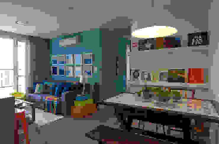 Salon moderne par UNION Architectural Concept Moderne Bois massif Multicolore
