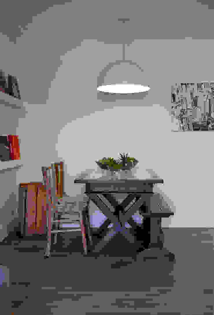 Salle à manger moderne par UNION Architectural Concept Moderne Bois composite