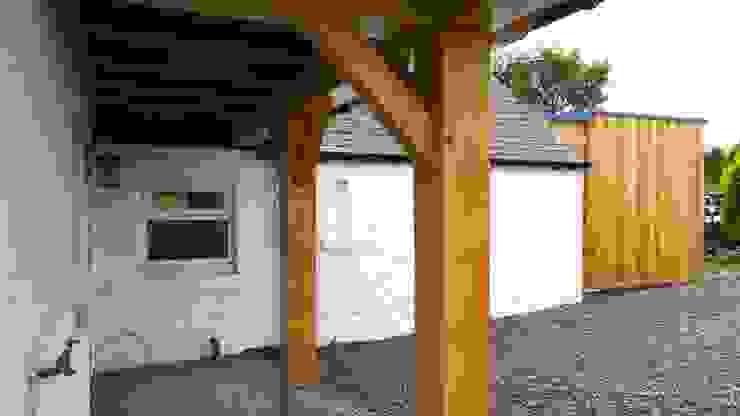 Дома в . Автор – Architects Scotland Ltd, Рустикальный Твердая древесина Многоцветный