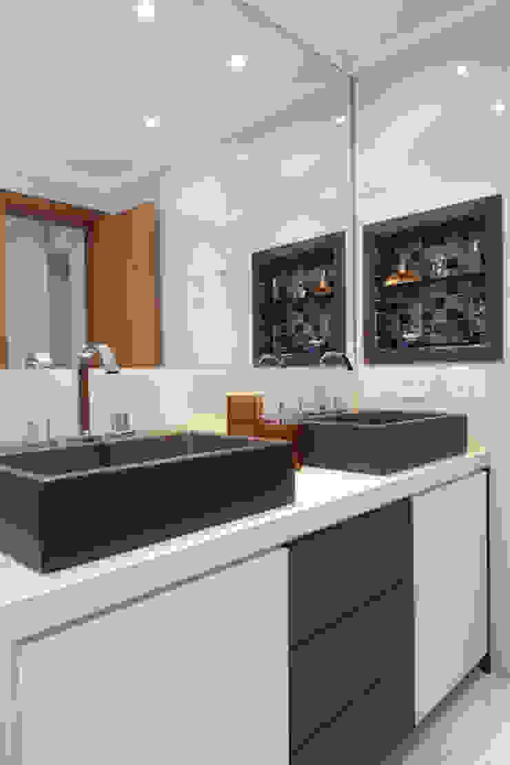 Apartamento Erédita Banheiros modernos por GRACIELA PIÑERO ARQUITETURA E DECORAÇÃO Moderno