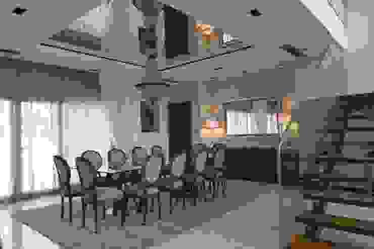 Sala Comum - zona de jantar Salas de jantar clássicas por Stoc Casa Interiores Clássico