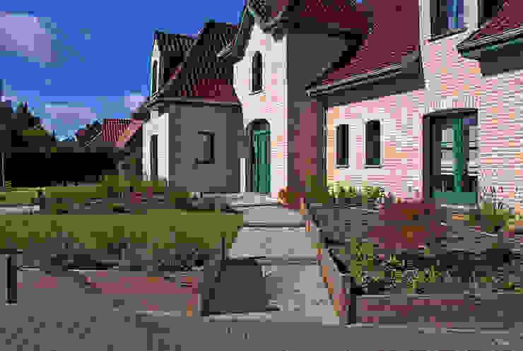 Taman Modern Oleh RVB PAYSAGE Modern