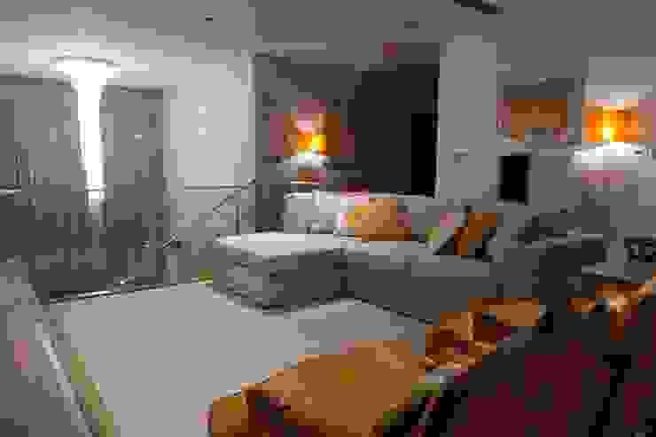 Mezanine Salas de estar clássicas por Stoc Casa Interiores Clássico