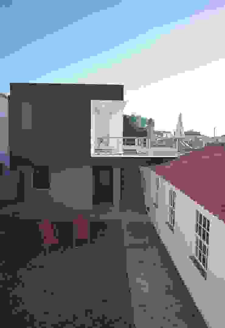 X/A Apartments Casas modernas por Xavier Ávila arquitetos Moderno