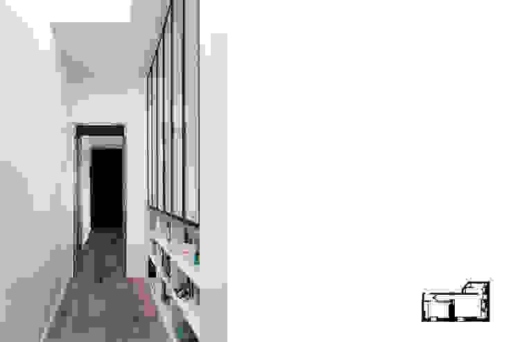 Modern Corridor, Hallway and Staircase by GALI Sulukjian Architecte Modern Metal