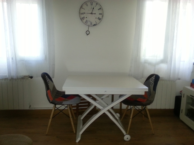 Despúes de la reforma. Vista del salón. Mesa lacada en blanco. de Arquigestiona Reformas S.L.