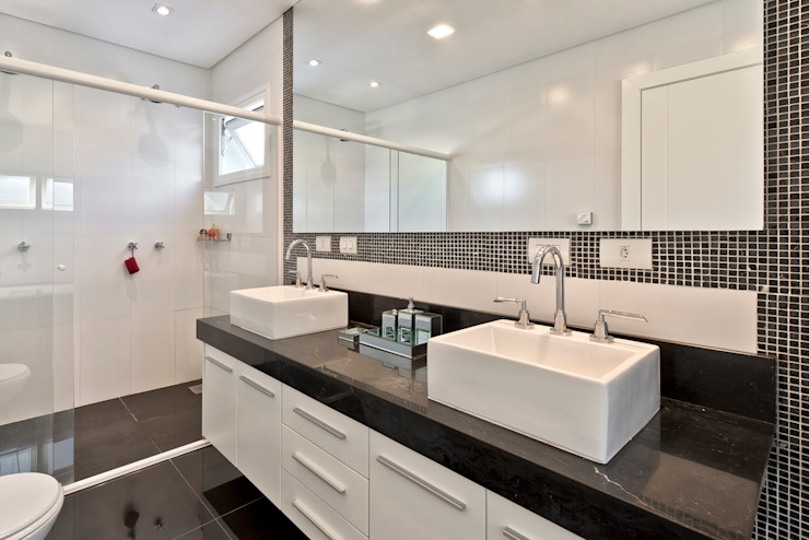 Classic style bathrooms by Angelica Pecego Arquitetura Classic