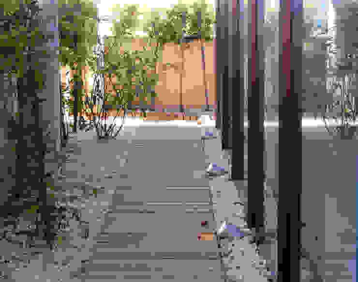 Louis Vuitton, Spain headquarters - Terrace by Daifuku Designs Minimalist