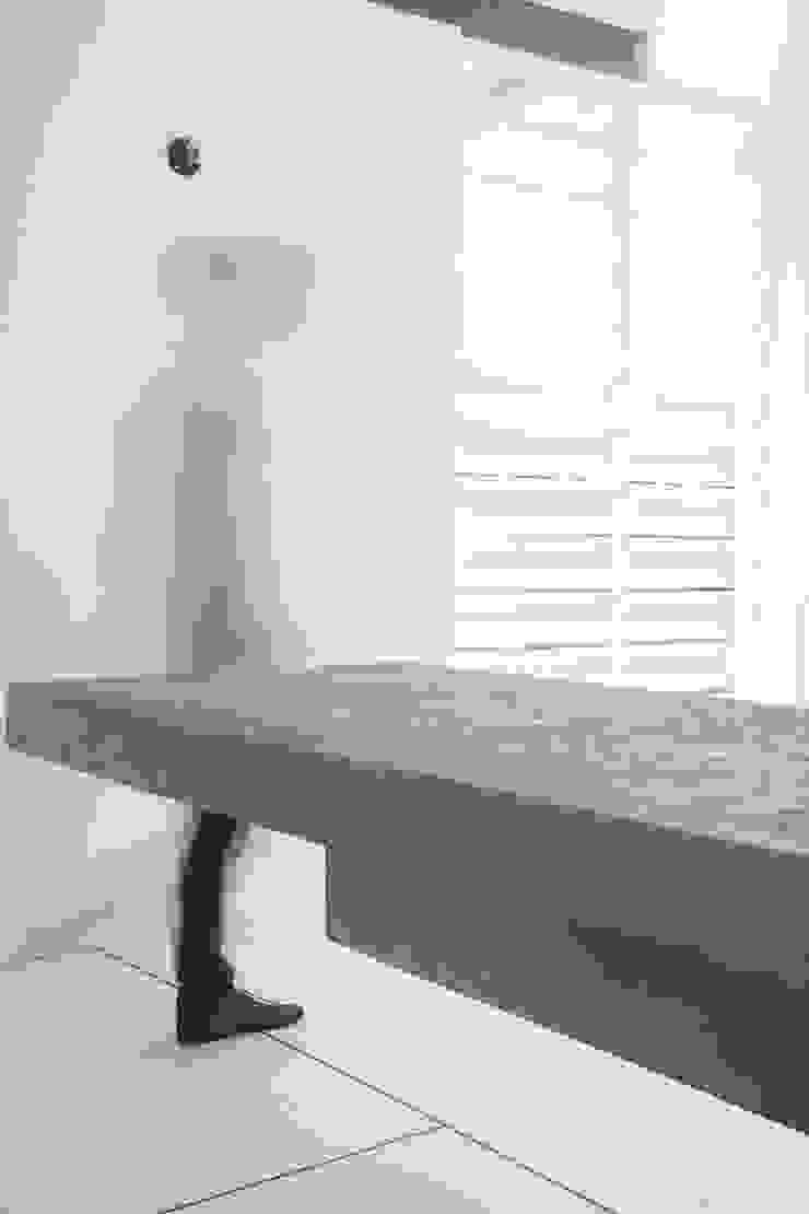 Apartamento Blanco y Negro Comedores de estilo minimalista de CENTRAL ARQUITECTURA Minimalista