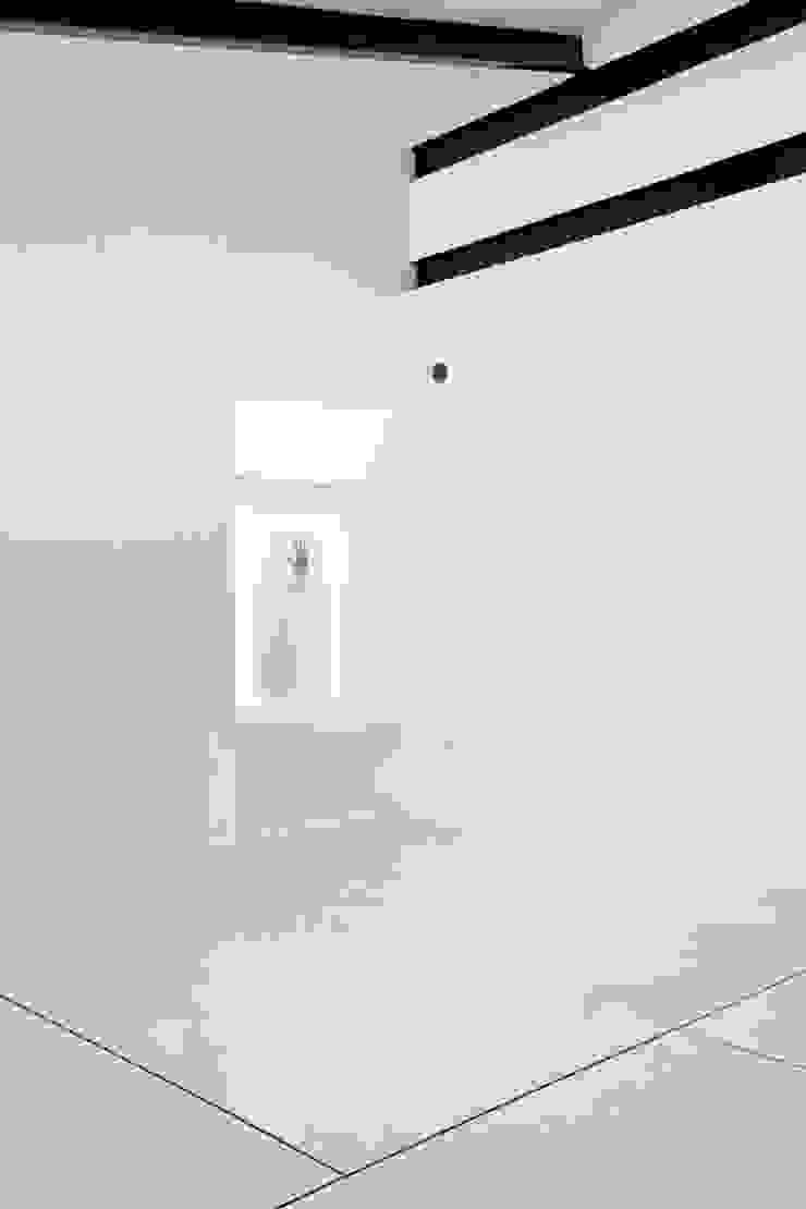 Apartamento Blanco y Negro Salas de estilo minimalista de CENTRAL ARQUITECTURA Minimalista