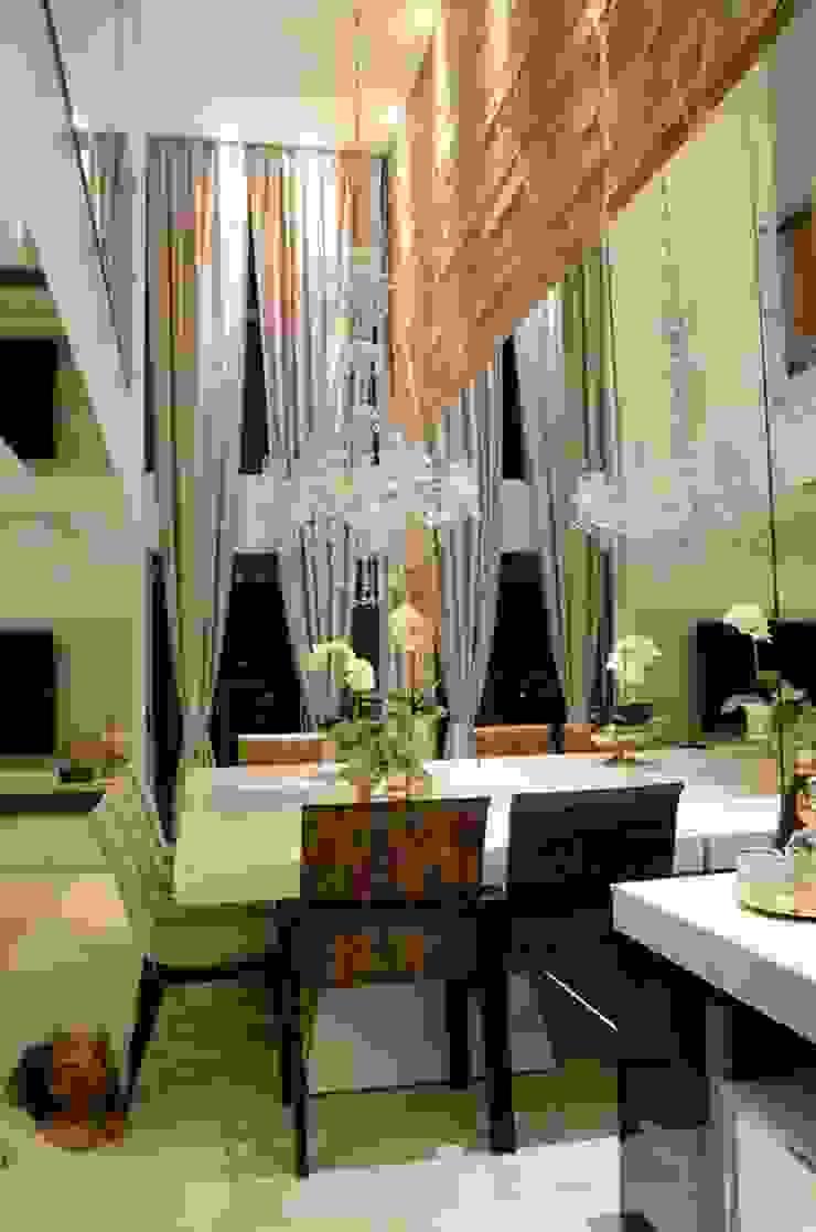 Sala de jantar com pé direito duplo Salas de jantar modernas por Giovana Martins Arquitetura & Interiores Moderno