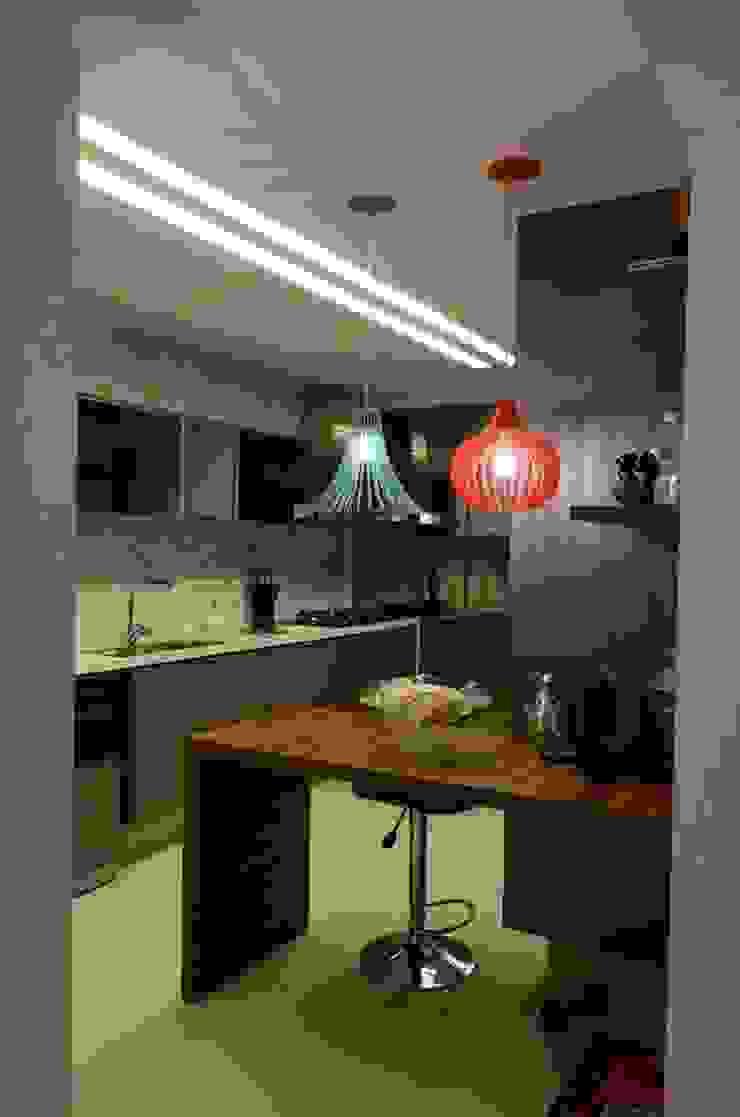 Cozinha Cozinhas modernas por Giovana Martins Arquitetura & Interiores Moderno