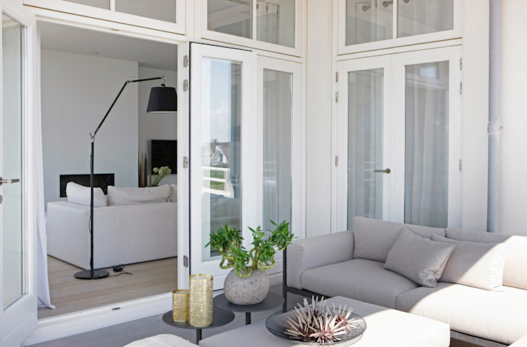 Appartement aan Zee:  Terras door Grego Design Studio,