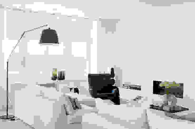 Appartement aan Zee:  Woonkamer door Grego Design Studio,