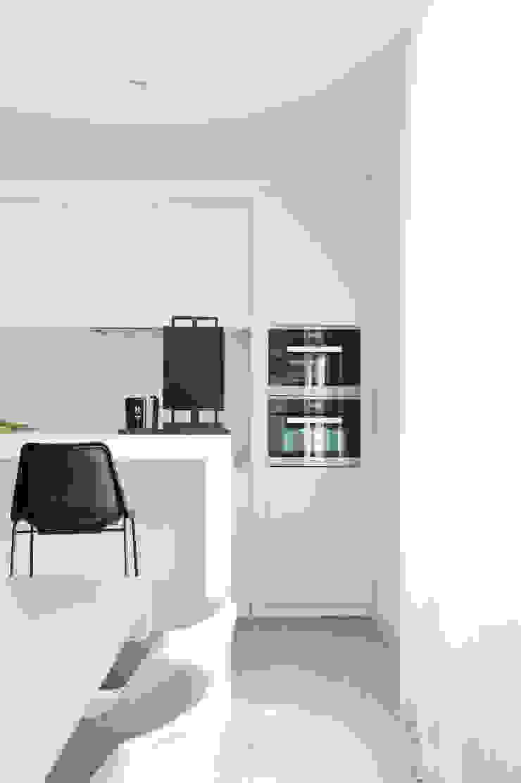 Appartement aan Zee Moderne keukens van Grego Design Studio Modern