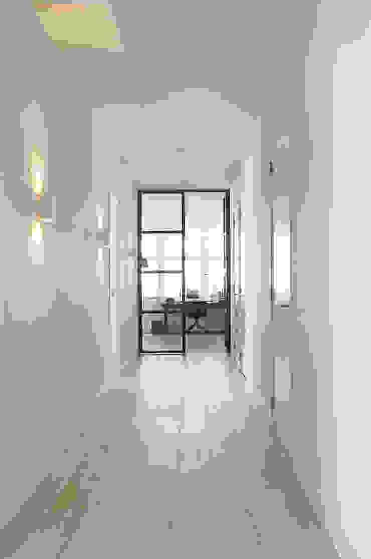 Appartement aan Zee Moderne gangen, hallen & trappenhuizen van Grego Design Studio Modern