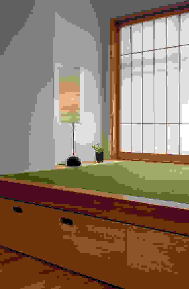 畳コーナー: カナタニ建築設計工房が手掛けた現代のです。,モダン