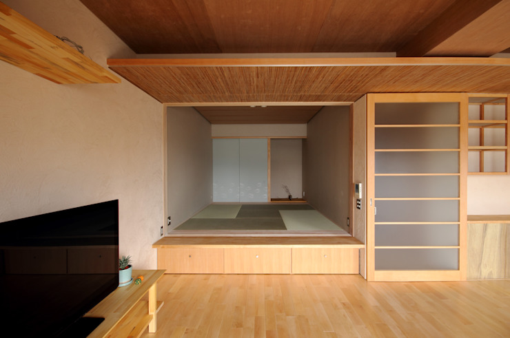 巽の家 オリジナルデザインの リビング の ナオ デザイン&パートナーズ/NaO Design&Partners オリジナル