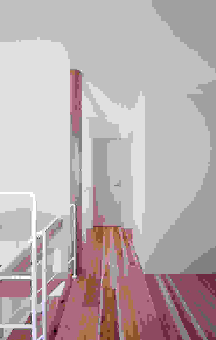 山荘町の家 モダンな 家 の ナオ デザイン&パートナーズ/NaO Design&Partners モダン