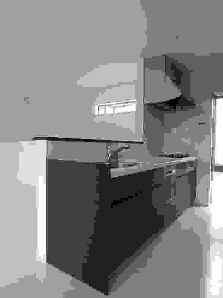 キッチン: モノマ建築設計事務所が手掛けたミニマリストです。,ミニマル