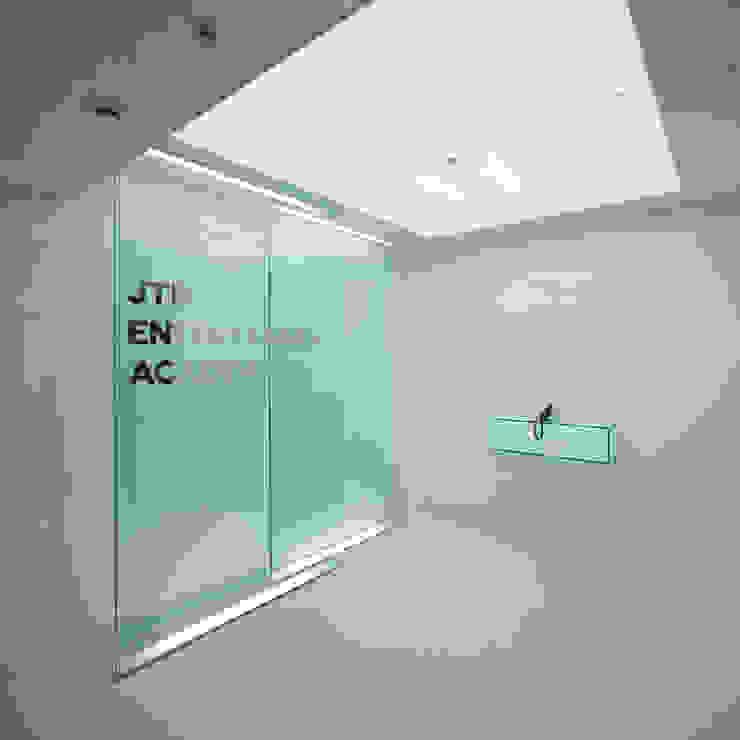 スクール ミニマルな学校 の 株式会社 アルキテット・アズ ミニマル ガラス