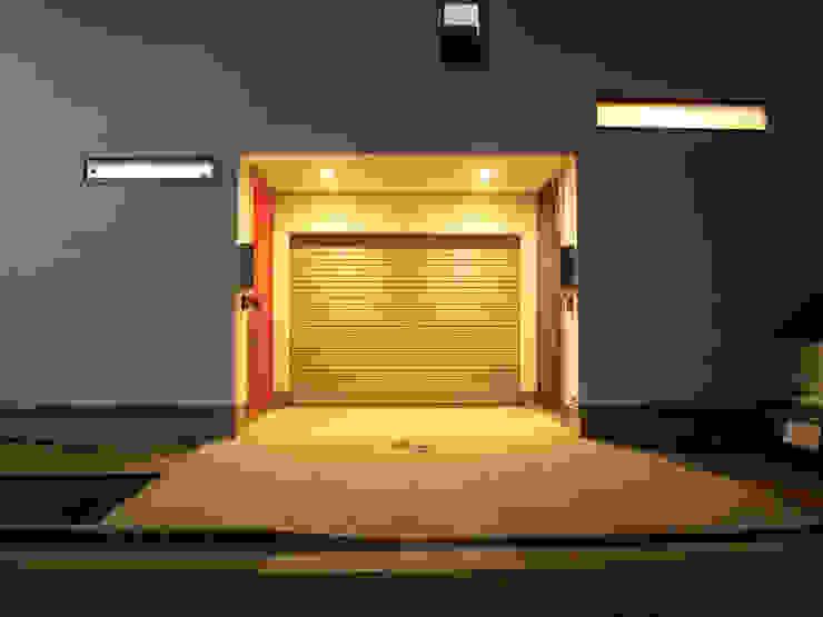 ファサード: モノマ建築設計事務所が手掛けたミニマリストです。,ミニマル