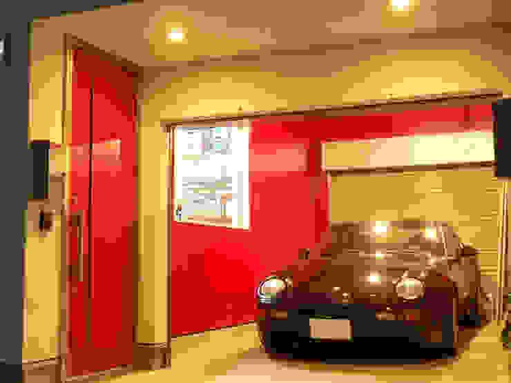 ガレージ: モノマ建築設計事務所が手掛けたミニマリストです。,ミニマル