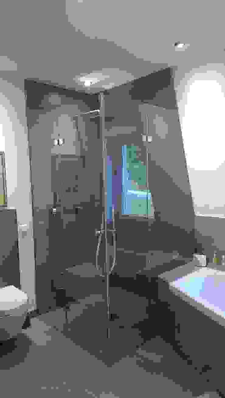 Glaserei Schmitt Baños de estilo moderno Vidrio Transparente
